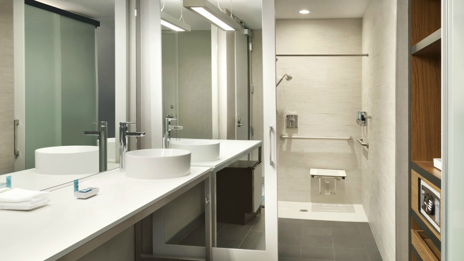 Hillsboro Accommodations - Accessible Guest Bathroom